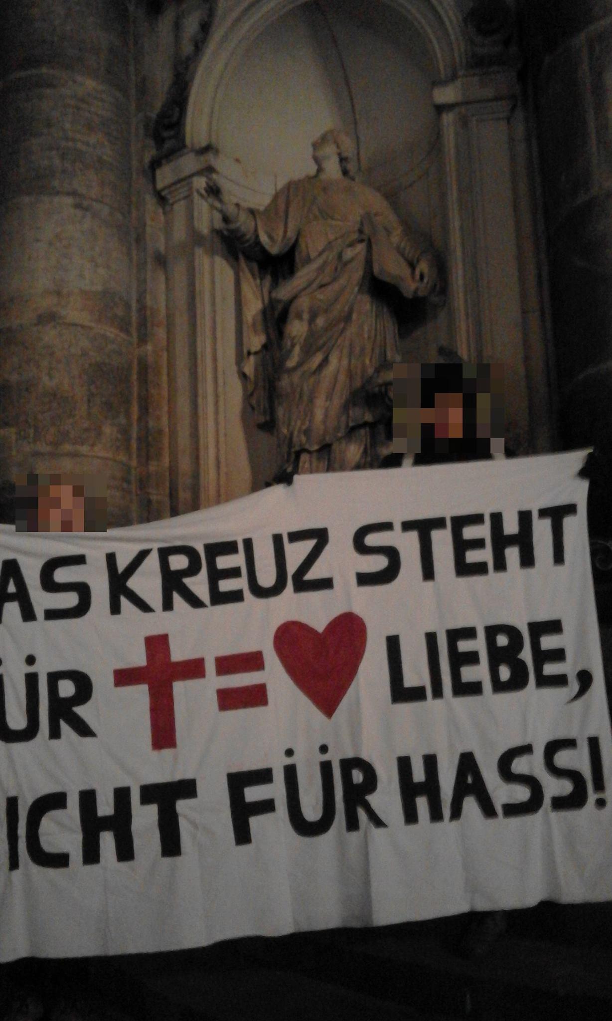 Kundgebung vor der Hofkirche